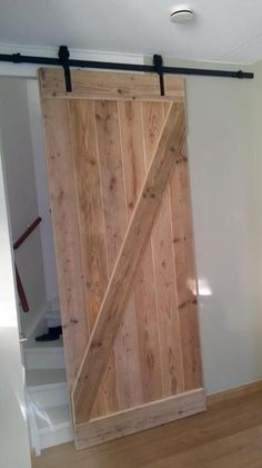 Foto: Deze schuifdeur is gemaakt met origineel schuifdeurbeslag van Loftdeur! Wij vinden hem supergaaf! Jij ook? Bestel je schuifdeursysteem dan snel, en goedkoop bij Loftdeur!. Geplaatst door Loftdeur op Welke.nl
