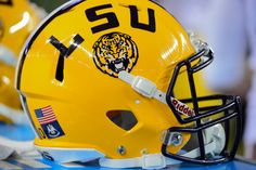 LSU hires Pitt's Matt Canada as offensive coordinator = The LSU Tigers have officially found a new offensive coordinator under head coach Ed Orgeron. Previously serving as the Pitt Panthers' offensive coordinator, Matt Canada has.....