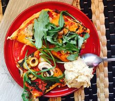 Pizza Lunch/Snack kind of thing yesterday we made pizza at home from scratch and it turned out ahhhmazing. It was one of the best pizzas I've ever had and the cheese definitely wasn't missing. This 1 1/2 slice is the only leftover but combined with my homemade hummus it made a pretty good meal  ------------------------------ Pizza Mittagessen/Snack Mahlzeit  gestern Abend haben wir in der WG Pizza komplett selbst gemacht und sie ist so gut geworden! Wirklich einer der besten Pizzen die ich…