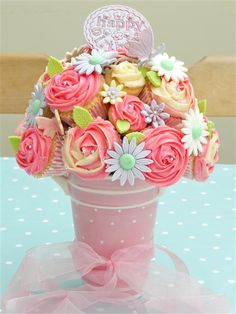 There are many great Mothers Day Cake Design you can cook and decorate. Wish a Mother's day with one of these amazing Mothers Day Cake Design that everyone will remember. Cupcake Boquet, Flower Cupcakes, Cute Cupcakes, Cupcake Cakes, Diy Cupcake, Cupcakes Bonitos, Cupcakes Decorados, Cupcakes Design, Cake Pops