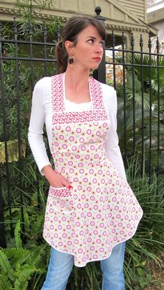 i <3 aprons.. My mother always wore an apron. I wish I had some of her things! Sigh!