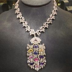 made by Adler with over 79 cts of colorful diamonds. Les Baricades  Mistérieuses · Bijoux 802b268f6717