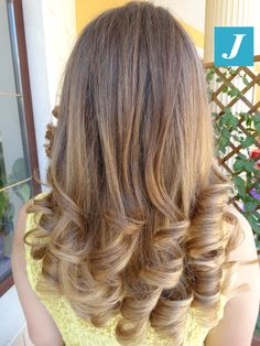 Nice Hairstyles, Curls For Long Hair, Bouncy Curls, Curlers, Long Curly, Hair Inspiration, Hair Beauty, Daughter, Long Hair Styles
