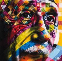 """Albert Einstein (1879-1955). Da série """"Olhares da Paz"""". Em Los Angeles, USA. Mural grafitado. Eduardo Kobra (S.Paulo, SP, Brasil, 1976 - ). Fotografia: Divulgação. http://entretenimento.uol.com.br/album/2015/06/09/conheca-grafites-do-brasileiro-eduardo-kobra-espalhados-pelo-mundo.htm#fotoNav=3"""