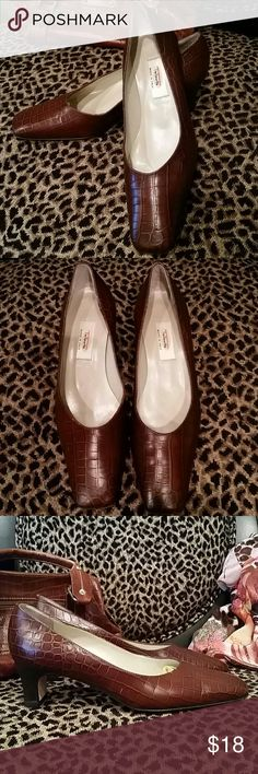 """Talbots Brown Leather Reptile Pumps , Size 7M A gorgeous pair of Talbots brown leather reptile embossed pumps in excellent used condition.  Size 7M. Light wear to soles. 2"""" chunky heels...comfortable and easy to walk in! Fabulous with Fall outfits. Can be dressed up or down for work or play. Made in Italy. Smoke-free and pet-free household. Talbots Shoes Heels"""