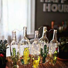 Luzinhas, garrafas, cactos e muito amor envolvido!! ✨