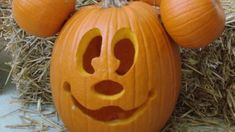 Who wouldn't want Micky Mouse on a pumpkin. A variety of pumpkins from easy to hard. Love it! Posted on Playfulfactory.com cool-pumpkin-carving-10