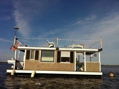 Tiny Houseboat Living...This could be my way of living