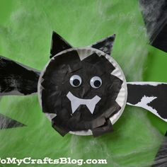 Looking for fun activities for the kids this season? How about this fun and adorable Halloween Bat Kids Craft! Halloween Crafts For Kids, Halloween Bats, Halloween Activities, Fall Crafts, Fun Activities, Kids Crafts, Halloween School Treats, Toddler Halloween, Bat Craft