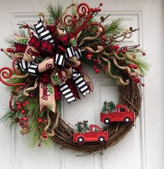 30 Awesome Farmhouse Style Winter Wreath Design Ideas - It used to be that the only time of the year anyone used wreaths as decorations was at Christmastime when everyone hung one on their front door. Wreath Crafts, Diy Wreath, Christmas Projects, Holiday Crafts, Grapevine Wreath, Wreath Making, Wreath Ideas, Door Wreaths, Christmas Ideas