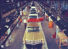 Here's an overhead photo of Buick's Flint, Mi assembly plant from January, Notice that the recently introduced Rivieras were built on the same line as other Buicks. Car Photos, Car Pictures, Automobile, Flint Michigan, Cool Old Cars, Buick Cars, Buick Electra, Gm Car, Assembly Line