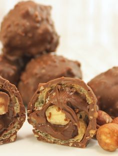 Nut nougat chocolates like Rocher by koch-kinoDE – Jami Jami – Kuchen Rezepte und Desserts Homeade Desserts, Cookie Desserts, Sweet Desserts, No Bake Desserts, Candy Recipes, Sweet Recipes, Cookie Recipes, Dessert Recipes, Best Chocolate Cake
