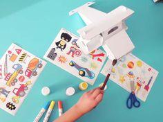 Avión de cartón con planilla de estampas, para pintar y jugar. Cardboard Airplane, Cardboard Toys