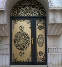 wow, laser cut metal! Cool Doors, Unique Doors, Gate Design, Door Design, Entrance Doors, Doorway, Portal, Doors Galore, Decorative Screens