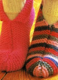 Hausschuhe stricken, diese Hausschuhe sind schnell fertig, sie werden auf dicken Nadeln in einem Stück kraus rechts gestrickt