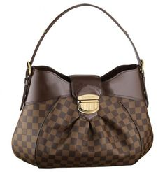 Save Louis Vuitton Outlet Online US Store with Free Ship & No Tax! * Excellent capacity with 3 compartments * Soft red microfibre lining-Golden Louis Vuitton engraved buckle * Adjustable shoulder strap Louis Vuitton Damier, Louis Vuitton Taschen, Louis Vuitton Online, Louis Vuitton Wallet, Vuitton Bag, Louis Vuitton Handbags, College Girl Fashion, Balenciaga, Givenchy