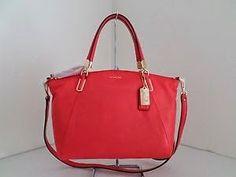 Tas Wanita Coach Madison Leather S Kelsey- Love Red  Dibuat di Italia kulit bertekstur kaya, tas baru ini adalah sebuah penelitian di bersah...