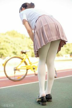 Upskirt views and girls in panties, lingerie and bikinis on bikes. Japanese School Uniform, School Uniform Girls, Nylons, White Tights, Opaque Tights, Lala, Bicycle Girl, Japan Girl, Tights Outfit