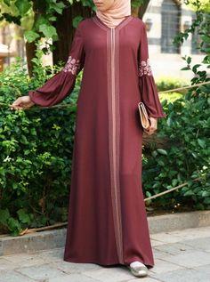 Bring a zest of floral elegance to your wardrobe with this sweeping abaya gown Tesettür Ayakkabı Modelleri 2020 Mode Niqab, Abaya Mode, Moslem Fashion, Niqab Fashion, Fashion Outfits, Abaya Style, Abaya Designs Dubai, Habits Musulmans, Modern Abaya
