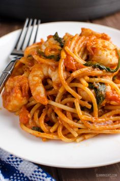 Slimming Slimming Eats Syn Free One Pot Shrimp Pasta - gluten free, dairy free, Slimming World and Weight Watchers friendly Slimming World Dinners, Slimming World Recipes Syn Free, Slimming World Diet, Slimming Eats, Healthy Prawn Recipes, Pasta Recipes, Cooking Recipes, Cooking Time, Meat Recipes