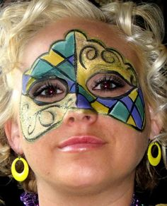 mardi gras makeup | Found on carissachristian.com