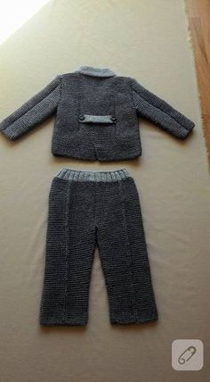 This post was discovered by Ka Baby Boy Knitting, Knitting For Kids, Crochet For Kids, Crochet Baby, Knitted Baby, Baby Boy Suit, Baby Pants, Boy Boy, Baby Set