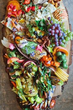 Now this is a crostini spread! the ultimate crostini station / recipes Fingers Food, Appetizer Recipes, Appetizers, Cooking Recipes, Healthy Recipes, Healthy Food, Snacks Für Party, Food Platters, Cheese Platters