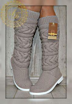 Best 12 Bobble stitch handbag crochet pattern with video tutorial – Artofit – SkillOfKing. Crochet Boot Socks, Knitted Slippers, Knitting Socks, Hand Knitting, Knitting Patterns, Crochet Patterns, Crochet Baby, Knit Crochet, Pinterest Crochet