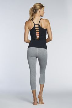 Keep cool in this delightfully detailed look. Instantly turn heads in the Kumo Tank and super-supportive Sevan Sports Bra. Add the Salar Capri for the most supportive (and stylish) get-up!  Jambes - Fabletics
