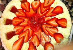 Rice cake with strawberry Hungarian Recipes, Hungarian Food, Strawberry Cakes, Rice Cakes, Dessert Recipes, Peach, Fruit, Drink, Yogurt