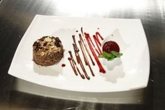Reteta Georgeta Jalba: Prajitura de ciocolata cu sos de zmeura si piper rosu