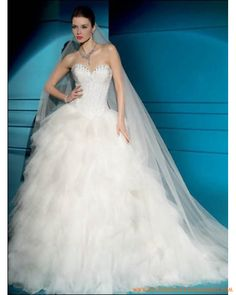 Tulle strapless sweetheart neckline with beaded bodice and puffy multi-tiered ball gown in chapel train 2011 new hot wedding dress 198 Cheap Wedding Dresses Uk, Sell Wedding Dress, Wedding Dress 2013, Celebrity Wedding Dresses, Applique Wedding Dress, Princess Wedding Dresses, Wedding Dress Styles, Designer Wedding Dresses, Bridal Gowns