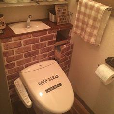 賃貸ならではの狭いトイレを 憧れのタンクレス風に( ˊᵕˋ* )  タンクレス風壁の一部はキャスター引き出しにして、 お掃除道具やサニタリー用品を収納出来るようにしています♡