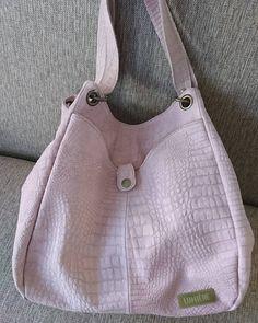 Asomate a la tienda http://ift.tt/2er7fAW  #leatherbags #lumiere #modafemenina #itgirlstyle #it #tendencias #accesorios #carteras #verano2017 #instamoda #ideaslook #bags #fashionblogger #fashionbag  #onlineshop #modaargentina #argentina #onlinemarketing #navidad
