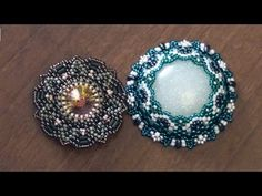 BeadsFriends: Beaded bezel rivoli Swarovski and Beaded bezel resin cab, Beaded Jewelry Diy Jewelry Videos, Jewelry Making Tutorials, Beading Tutorials, Bead Jewellery, Seed Bead Jewelry, Beaded Jewelry Patterns, Beading Patterns, Beads And Wire, Beaded Earrings