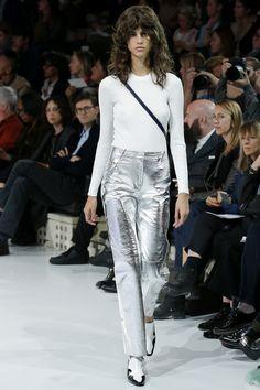 Тенденция: «металлические» брюки | Мода | Тенденции | VOGUE