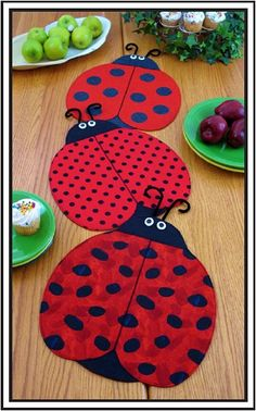 Place Mats and Table Runner Pattern, Lady Bug , The Ladies from Gabby's Quilts. Saved to Supplies for Crafts, Sewing and Quilting. Table Runner And Placemats, Table Runner Pattern, Quilted Table Runners, Sewing Crafts, Diy Crafts, Place Mats Quilted, Quilted Table Toppers, Ladybug Party, Small Quilts