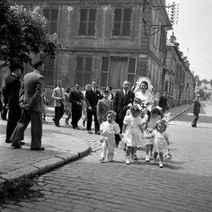 Wedding, Paris 1950 by Robert Doisneau Old Paris, Vintage Paris, Henri Cartier Bresson, Robert Doisneau Photos, Jean Marie, Portraits, French Photographers, White Picture, Magnum Photos
