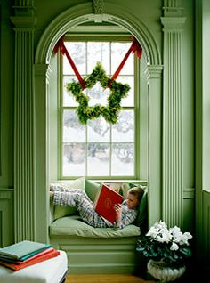 I wish I had a big window.  I love how that is hung with two ribbons and love the star shape instead of a boring old circle wreath.