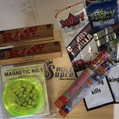 Christmas Bundle - Smokers Rolling Box With Raw Rizla Blunts Cones Grinder Tips | eBay