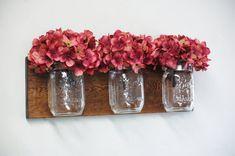 Tachée de planche de pin noueux avec 3 pots mason clair, décoration intérieure, décoration murale, décor rustique, tombent, décor, décor de chambre à coucher, décor de la cuisine