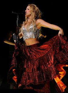 1000 Images About Shakira On Pinterest Shakira Photos Madison Square Garden And Popup