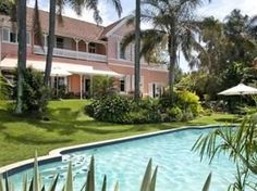 Located in Berea, Essenwood House is a perfect starting point from which to explore Durban. The property features a wide range of facilities to make your stay a pleasant experience. Take advantage of the hotel's daily housekeeping, free Wi-Fi in all Fine Hotels, Kwazulu Natal, Tropical Garden, Hotel Deals, Weekend Getaways, Good Night Sleep, Bed And Breakfast, South Africa, Around The Worlds