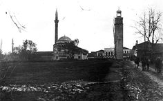 """E rrallë: Kulla e sahatit dhe """"kumona"""" që lajmëronte orën e plotë, parë nga një kënd i veçantë - Tiranë 1916"""