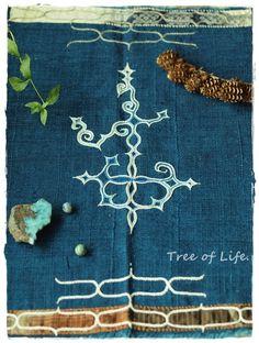 """アイヌ刺繍・タペストリー """"Upas"""" Ainu People, Native Design, Traditional Design, Pattern Wallpaper, Hand Embroidery, Pattern Design, Diy And Crafts, Textiles, Fancy"""
