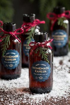 Homemade Kahlua Winter Wedding Favors from www.evermine.com