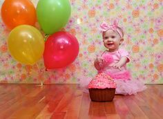 Learn how to DIY a birthday cake smash session - tips from an experienced photographer #DIY #cakesmash #firstbirthday