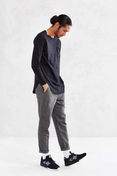 Feathers Curved Hem Long-Sleeve Tee - Urban Outfitters