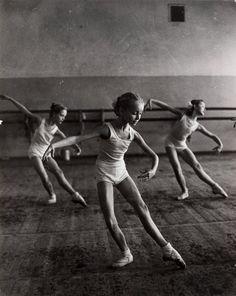 the ballet. the ballet. the ballet. Ballet Du Bolchoï, Ballet Bolshoi, Ballet Girls, Ballet Dancers, Baby Ballet, Royal Ballet, Ballet Feet, Shall We Dance, Lets Dance