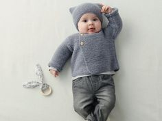 Baby knitting patterns: our favorite models - Baby bra pattern Tricot Baby, Baby Boy Knitting Patterns, Popular Crochet, Brand Name Clothing, Dress Gloves, Yarn Brands, Garter Stitch, Baby Sweaters, Kind Mode